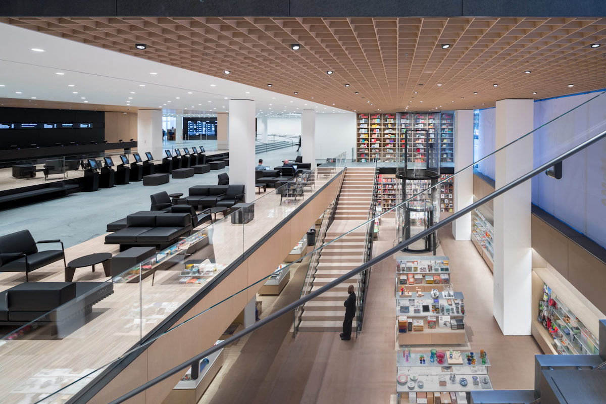 Interior view of The Museum of Modern Art, Flagship Museum Store The Museum of Modern Art Renovation and Expansion. Designed by Diller Scofidio + Renfro in collaboration with Gensler. Photography by Iwan Baan, Courtesy of MoMA