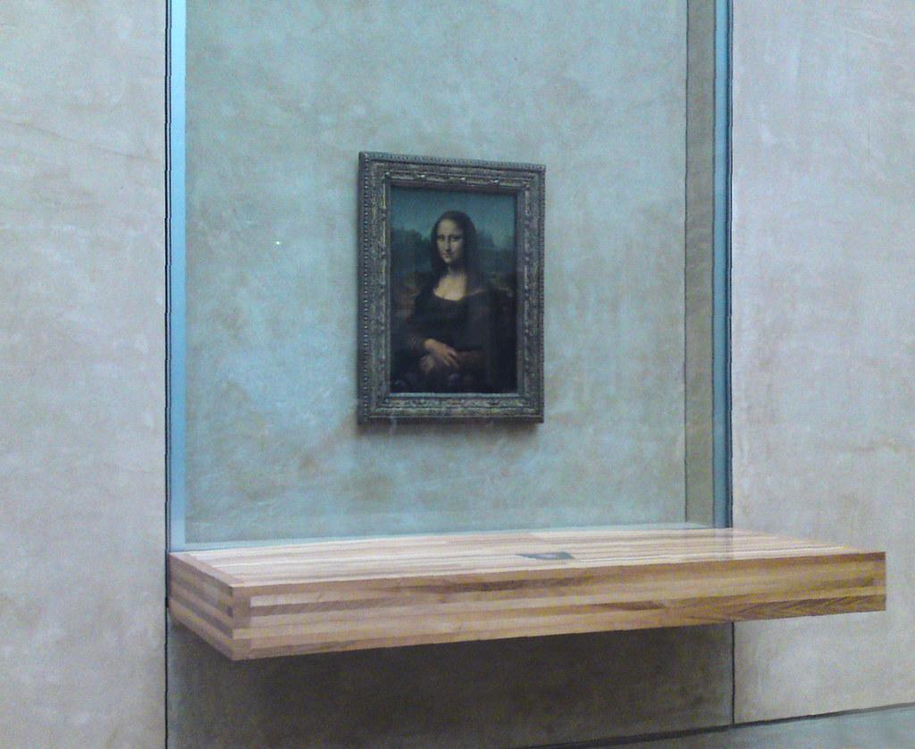 Paris Louvre Mona Lisa behind Bullet Proof Glass. Photo: Mark Gillingham (source:flickr)